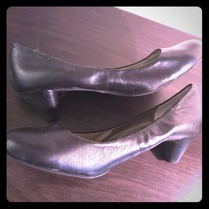 Classy & Comfy Black Low Heel Shoes Size 9
